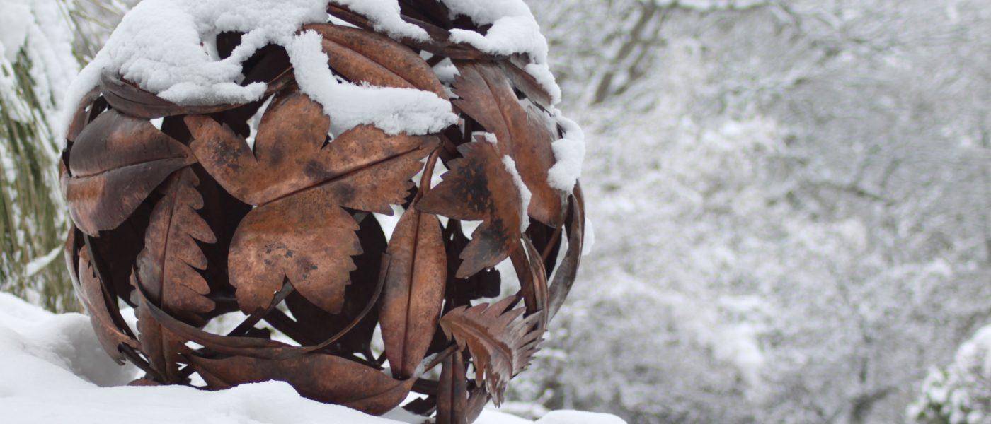 Leaf--Globe-in-the-snow
